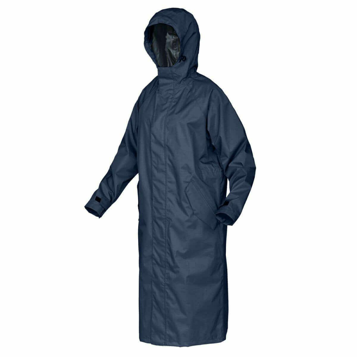 レインバイザーは、付属のレインコート収納袋にすっぽりしまえて、持ち運ぶことが可能です。レインコート着用時に、ご利用ください。