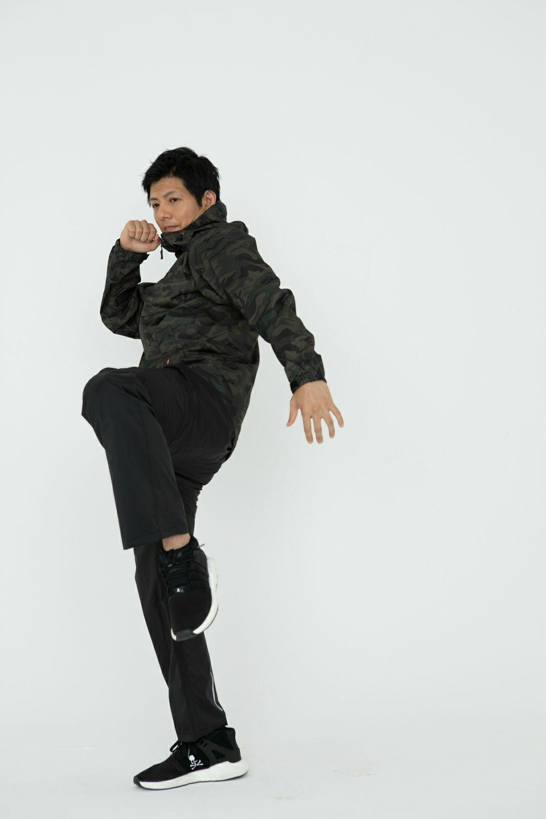 [男性モデルのサイズ]身長:174cm 着用サイズ:L / (上)7570 KJ ストレッチシールド ジャケット L