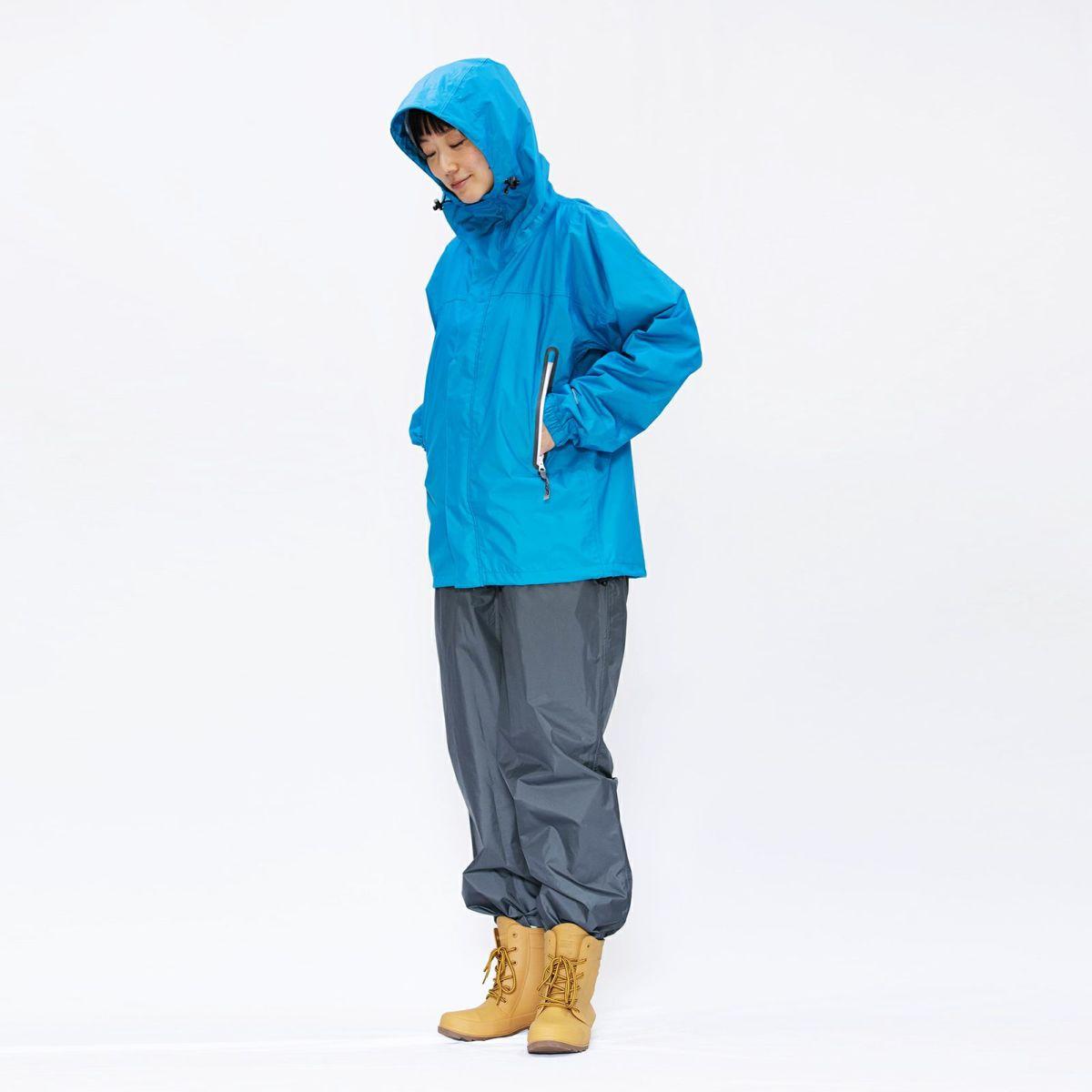 [女性モデルのサイズ]身長:168cm 着用サイズ:M / (上)7710 KJ レインパーカ +(長靴)6437 ピラルク レインブーツ