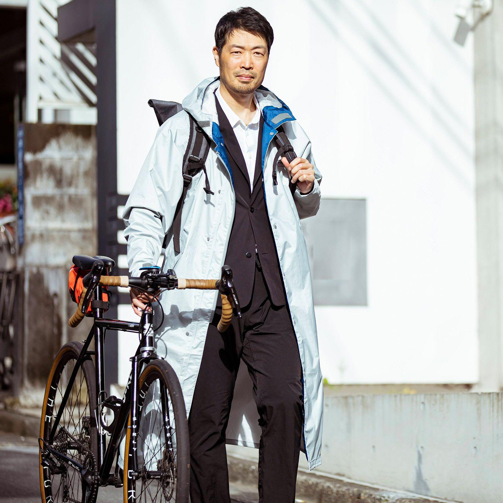 自転車に、街使いにピッタリのコート丈スタイル