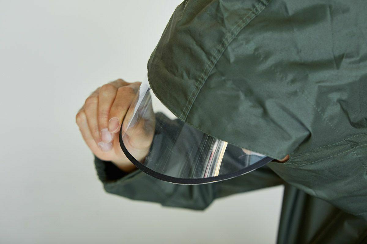 詳細:レインバイザーをボタンで着脱可能(特許採用技術)